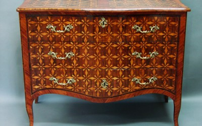 Restoration of an Italian walnut commode